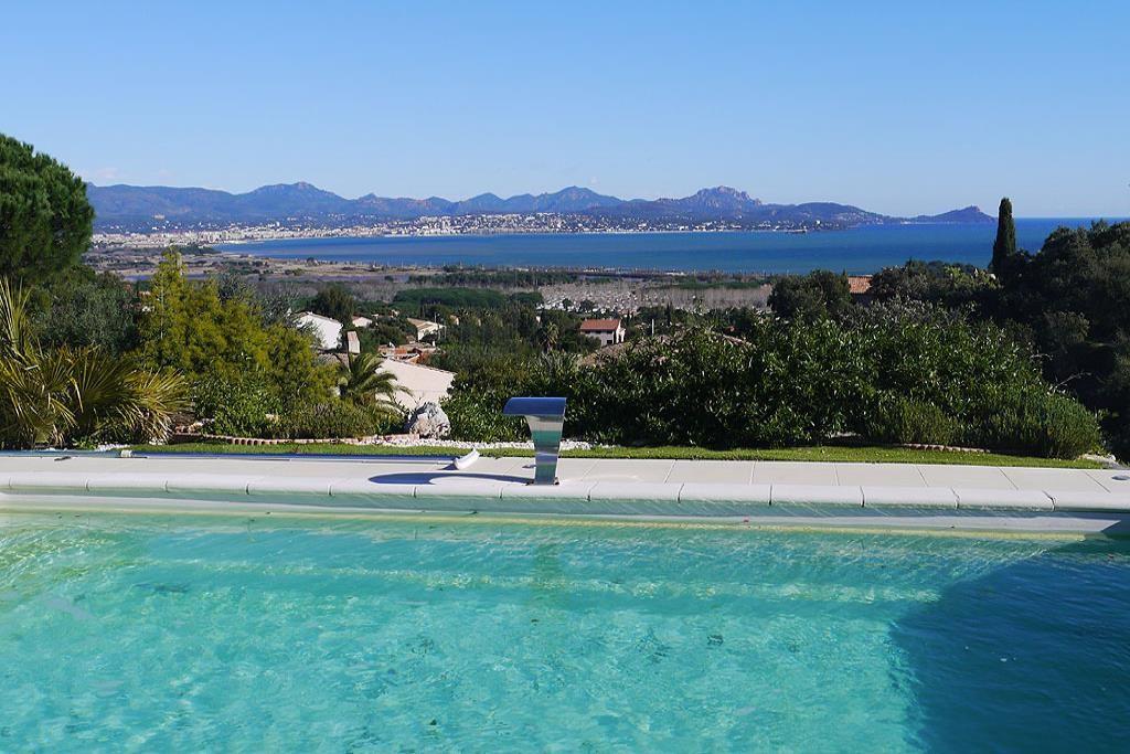 1602-14-piscine-vue-mer